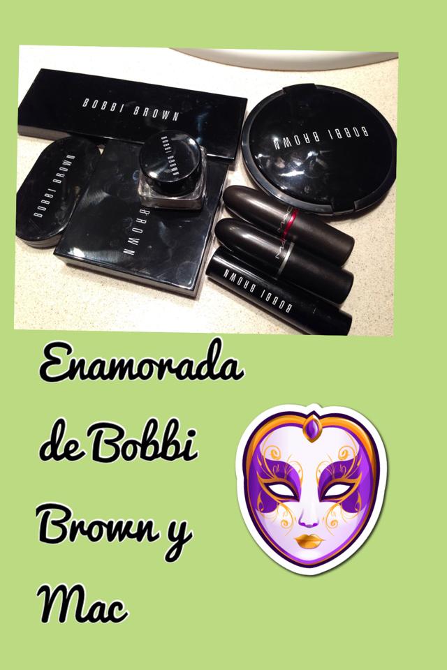 Productos de maquillaje de Julia H. Valois, bloguera del mes