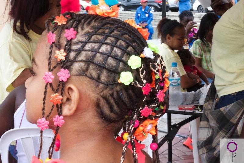 Peinado de la categoría infantil del concurso de peinados afro.