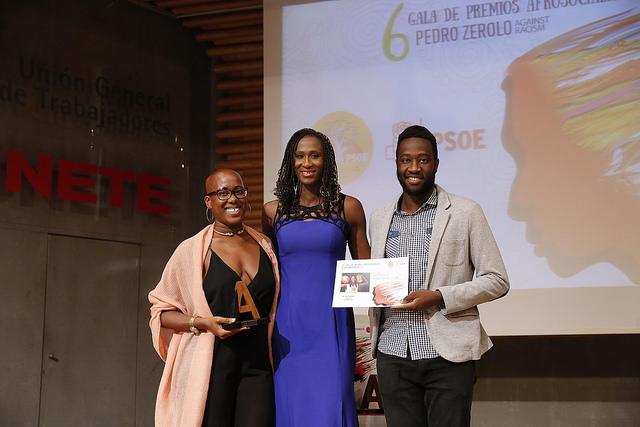 Premio afrosocialistas Mujer Destacada para Astou Ndor Barro.