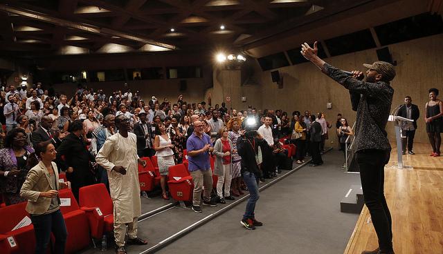 Actuación musical en los Premios Afrosocialistas 2016.
